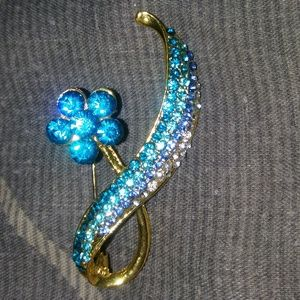 Gold Tone Blue Rhinestone Flower Pin